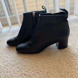 everlane 100% Italian leather boot.